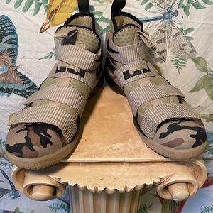 Lebron soldier Xi camouflage Nikes